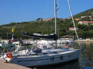 bavaria 36 à quai en Corse